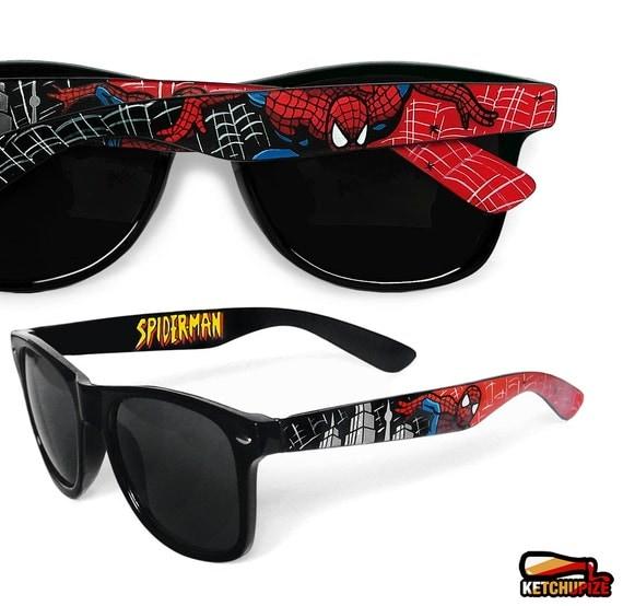 Spiderman hand painted glasses - unique Wayfarer style sunglasses Spiderman comic - red - black