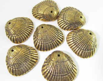 10 Vintage 18mm Antiqued-Gold Plated Faux Shell Charm Pendants Pd258