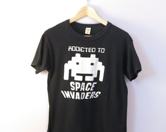 ADDICTED TO SPACE Invaders 1980's Sci Fi Video Game Atari Cotton T Shirt Size Medium
