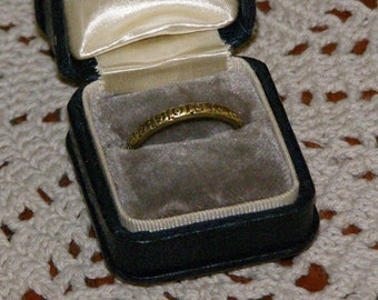 Vintage Wedding or  Engagement Ring in 18k Yellow Gold Band Ancient design Classic with the benefit of experience
