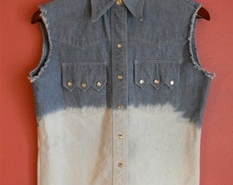 S M Small Medium Vintage Wrangler Chambray Destroyed Bleached Sleeveless Button Up Cowpunk Country Western Indie Shirt
