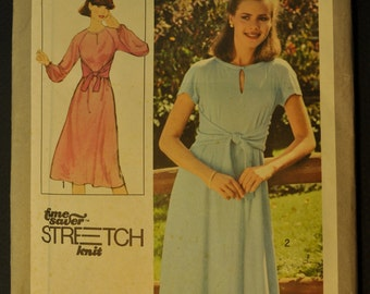 Misses Pullover Dress Size 12, 14, 16 Uncut Vintage 1970s Sewing Pattern- Simplicity 8413