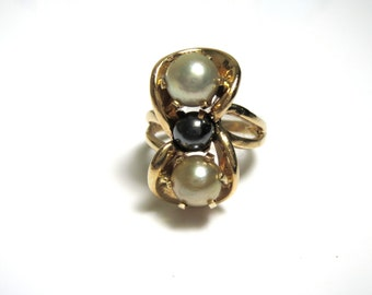 14K Yellow Gold Three Pearl Ring - Size 3.5 - Weight 7.1 Grams # 1906