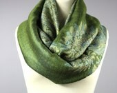 Green scarf, infinity scarf, pashmina, chunky scarf, fall scarf, winter scarf, paisley scarf