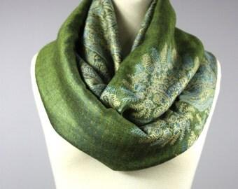 Green scarf, infinity scarf, pashmina, chunky scarf, fall scarf, winter scarf, paisley scarf