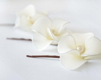 Bridal hair pins set of 3 Ivory hair flowers Flower hair pin Bridesmaid hair flowers Flower pins White flowers Wedding hair accessories