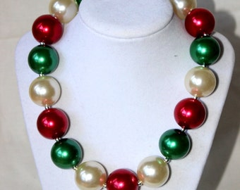 Christmas bubblegum chunky necklace for girls. Red, green and ivory beaded chunky bead necklace. Little girl matching necklace. Poinsettia