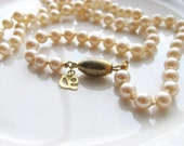 Vintage Pearl Necklace With Cream Colored Pearls on Gold, Gift for Her, Vintage Necklace