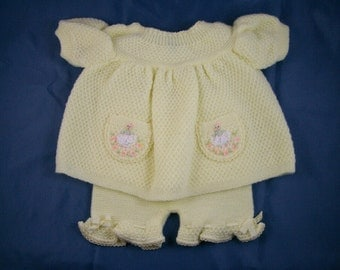Baby Knit Set, Embroidered Pockets, Vintage 1970s, Light Yellow, Infant Girl Top with Puffy Short Sleeves, Pants with Ruffles, Pastel Color