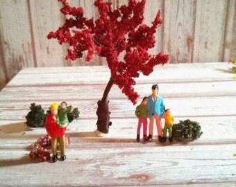 1 miniature tree for your craft, diorama or terrarium        1 arbre miniature