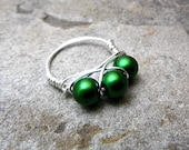 Emerald Green Pearl Ring, Cluster Ring, Wire Wrapped Ring, Green Ring, Wire Wrapped Jewelry Handmade, Glass Pearl Ring