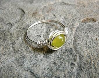 Green Peridot Ring, Green Stone Ring, Wire Wrapped Ring, Silver Ring, Green Ring, Wire Wrapped Jewelry Handmade, Gemstone Ring, Chunky Ring