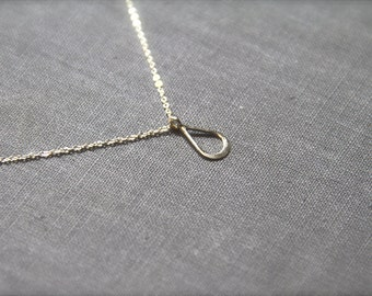 Argent - minimal and geometric tear drop necklace - tiny pendant - silver necklace