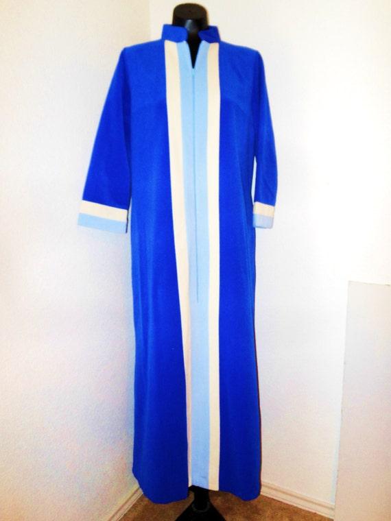 Vintage Vanity Fair Robe In Size 12