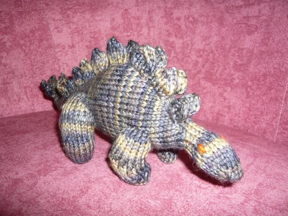 Stegosaurus Pattern pdf, an amigurumi knitting project