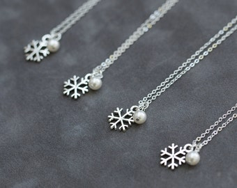 Snowflake Bridesmaid Necklace Set of 5, Winter Wedding Color Pearl Charm Jewelry, Sterling Silver Snowflake Necklace, Bridal Party Gifts