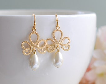 Matte Gold Textured Swirly Filigree Cream Ivory Teardrop Pearl Earrings. Gold and Ivory pearl bridal Earrings, Bridesmaid Gift