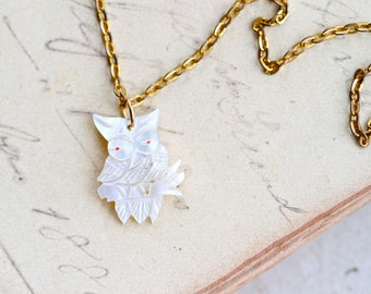 Mother of Pearl Owl - Carved Mop Pendant - Vintage Necklace