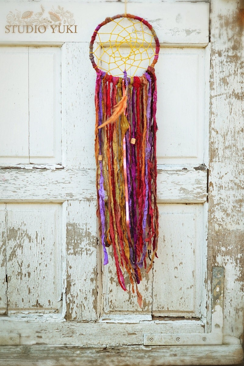 Bohemian gypsy dreamcatcher hippie decor fair trade red for Hippie dekoration