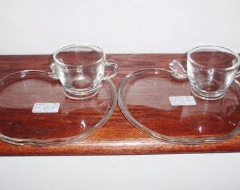"""2 Sets HAZEL ATLAS ORCHARD Snack 8"""" Plates Cups 4 Pieces Crystal Apple Shaped Clear Plain Glass Heavy 1940s Excellent Condition"""