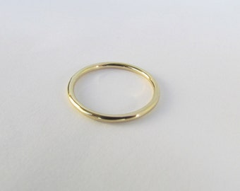 Solid 14k Gold Band. Round 1.5 mm Stacking Ring. Unisex Smooth Wedding Band