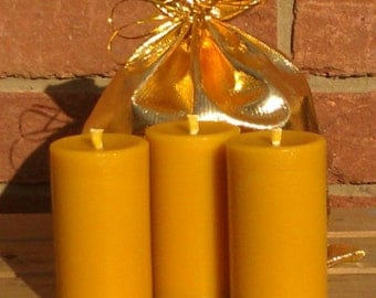 3 Christmas Scented 100% Pure English Beeswax Pillar Candles 25Hr 90x45mm Solid Cast