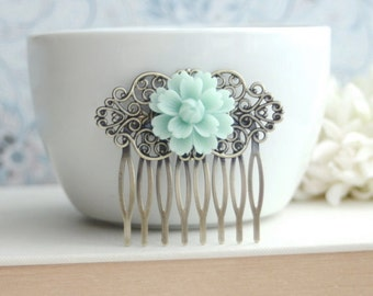 Soft Mint Green Chrysanthemum Flower Antiqued Brass Filigree Hair Comb Clip. Bridesmaid Gift. Green Wedding Bridal Comb. Mint Wedding Sister