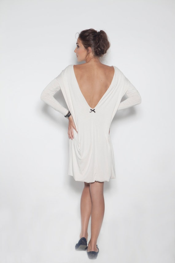White dress | Backless dress | Dress with black bow | LeMuse white dress