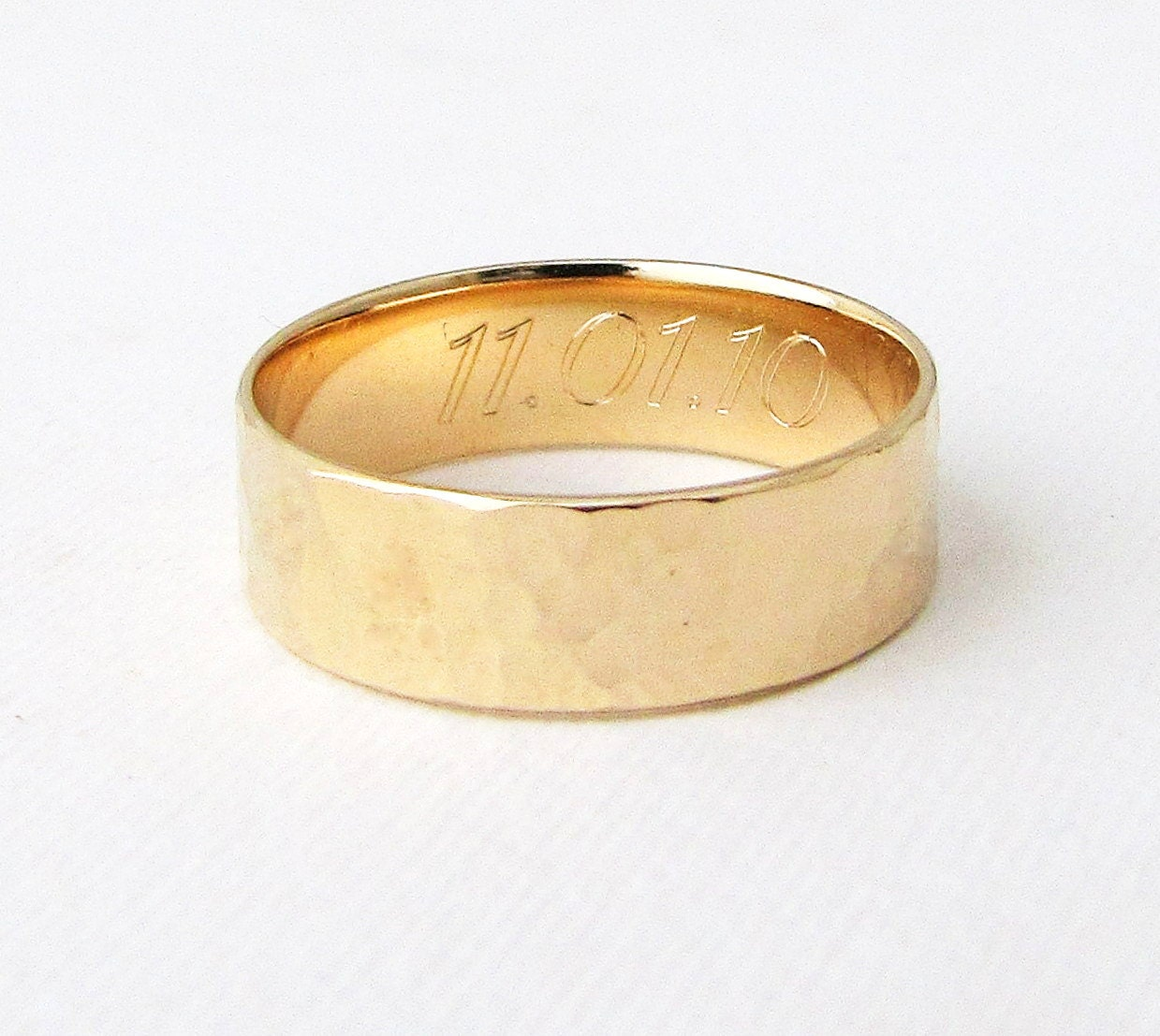 engraved gold wedding band mens gold wedding ring hammered