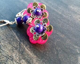Pink Lucite Flower Earrings, lucite flower earrings, pink earrings, pink flower earrings, lucite earrings, flower earrings, vintage earrings