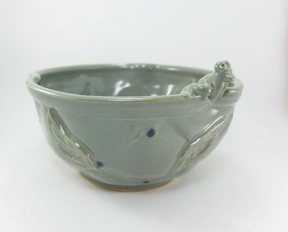 medium bowl with a frog!