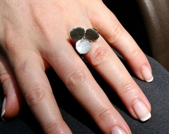 Delicate sterling silver movable 3 petal flower ring on a gold plated silver size 6 ring band by Zulasurfing