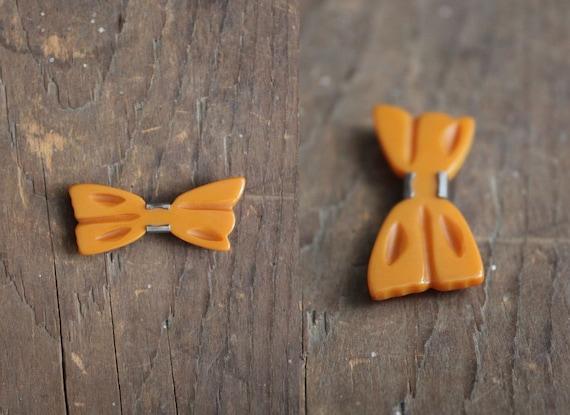 SALE / bow barrette / 1940s hair barrette / orange bakelite bow