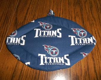 Tennessee Titans, Quilted Pot Holders, Potholders, Hot Pads, Football Shaped, Cotton Fabric, Double Insulated, Kitchen Decor, Hostess Gift