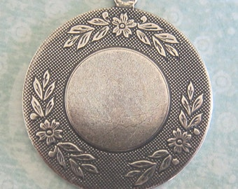 Large Decorative Silver Round Charm 3280