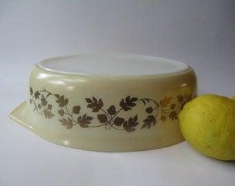 Vintage Pyrex Gold Acorn Large Oval Casserole 2.5 Qt - Retro