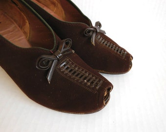 1930s shoes / Depression Era Vintage 30's Cut Outs Granny Flapper Shoes Peeptoe