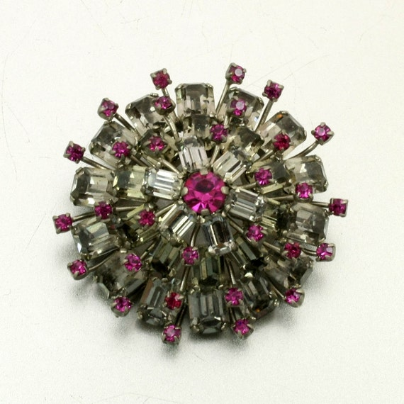 Vintage Ruby Red Pink Tiered Rhinestone Sunburst Brooch