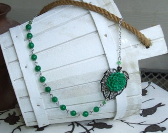 Emerald Chrysanthemum Cabochon Necklace