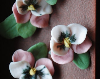 Vintage 80s pastel  pink ceramic viola parure: brooch and clip on earrings with sage color leaves. Hand made.