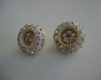 Vintage buttons Vintage coat buttons Vintage white buttons Vintage pair of buttons Vintage round buttons Vintage plastic buttons large round