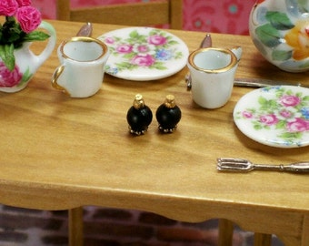 Salt Pepper Shakers Black Gold 1:12 Dollhouse Miniatures Scale Artisan