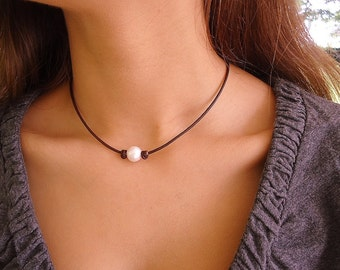 Classic Pearl  on leather knotted, Leather Pearl Necklace, Leather Necklace, Classic, Chic