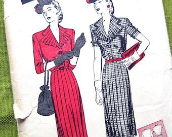Vintage Sewing Pattern - 1940s Dress - Jabot Neckline Pleated Skirt - Butterick 3069 // Bust 40