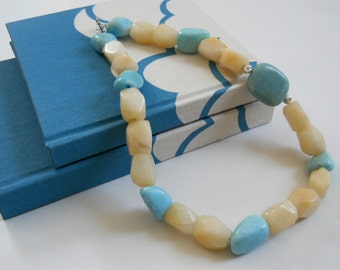 Breeze necklace - quartzite, dyed marble, amazonite, silver-plated beads, light blue, off white