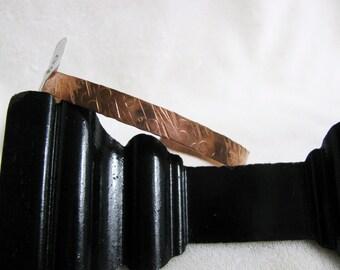 Circled and Slashed Hammered Slim Copper Bracelet RKM447