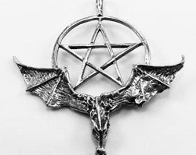 Bat with pentagram, wings out, charm or pendant 1 bail, Australian Pewter AF402