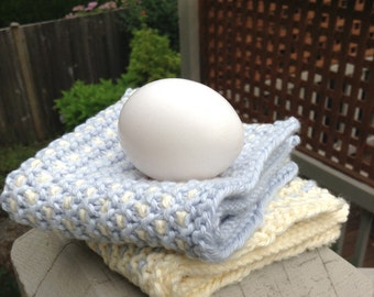 The BEST hand knit two color wash dish cloth pin dot duo-light blue pale denim / cream