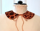 GIRAFFE Peter Pan Collar // Detachable // Cotton // Tie Closure // Wild Animal Print