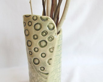 Green Textured Pattern Pottery Vase